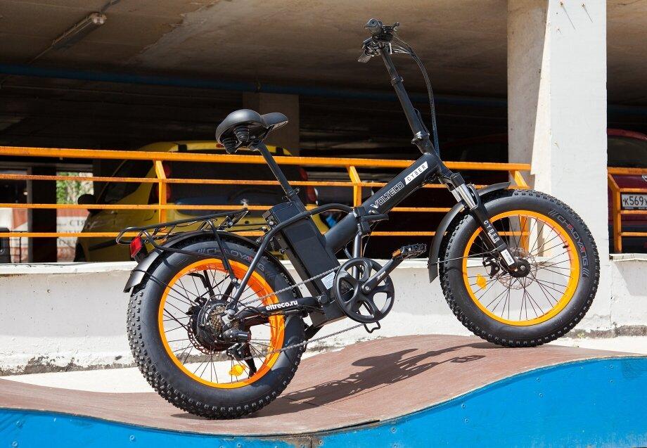Для любителей выделяться изтолпы ипри этом легко покорять бездорожье сосложными маршрутами подойдут мощные модели набольших широких колёсах— электрические фэтбайки