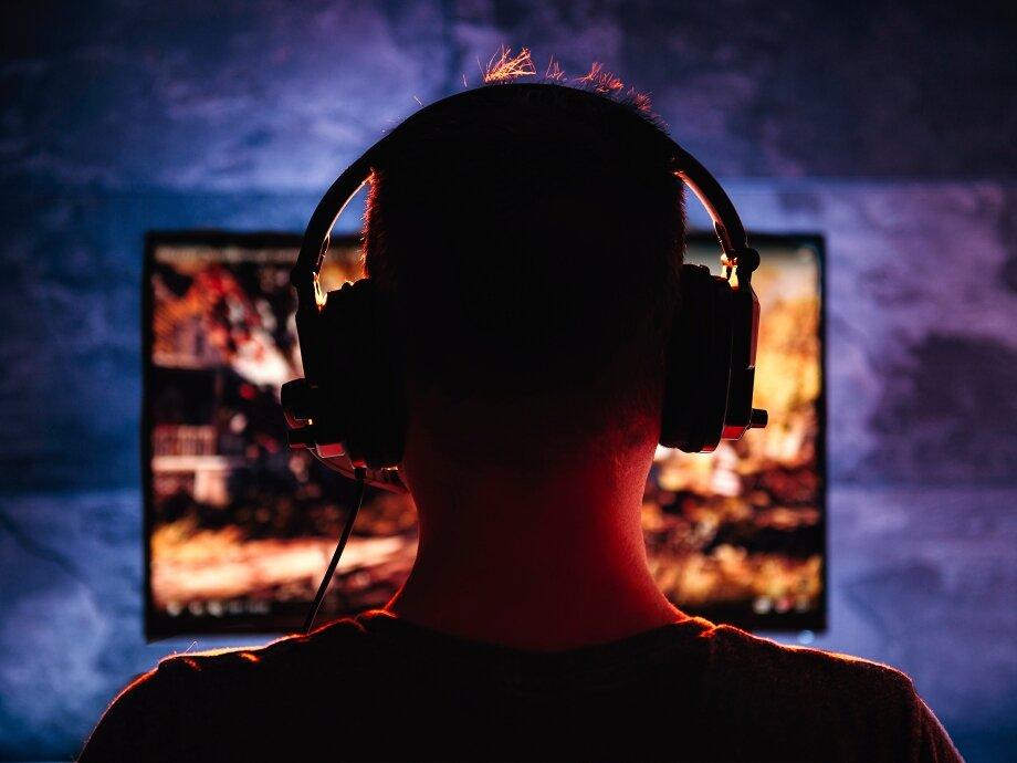 Наушники позволят слышать звуки вовсём ихдиапазоне. Они пригодятся тем, кто любит играть ночью, делает стримы, общается сдругими игроками прямо вовремя игры