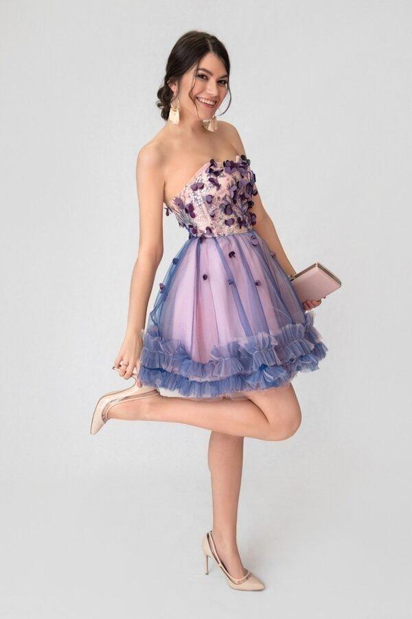 870ad2b062f Короткое платье для выпускного даёт возможность ходить и танцевать без риска  запутаться в длинном подоле
