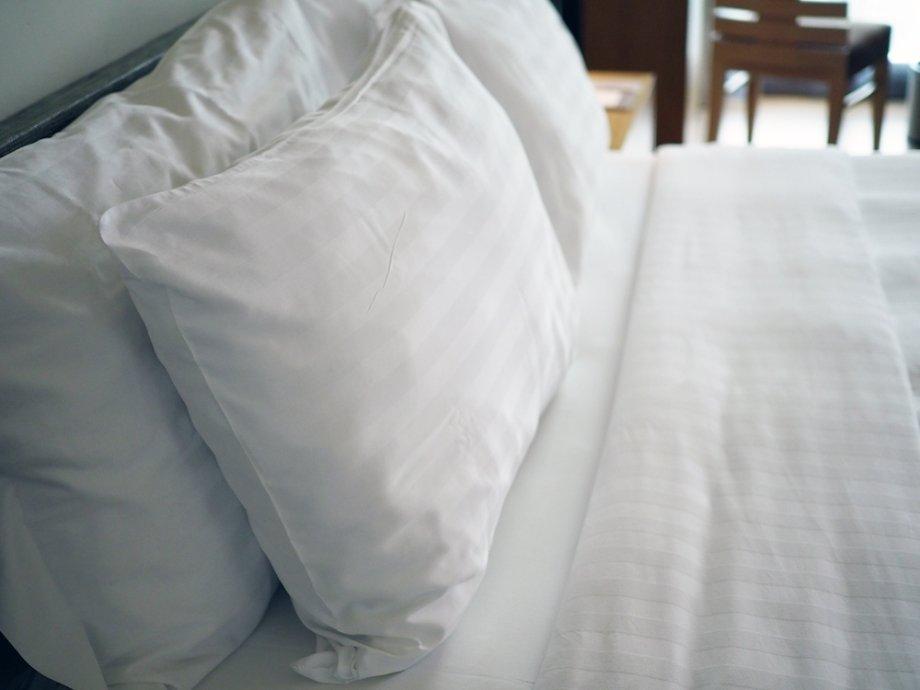 Постоянный сон на«неправильной» подушке может вызывать головную боль ичувство усталости