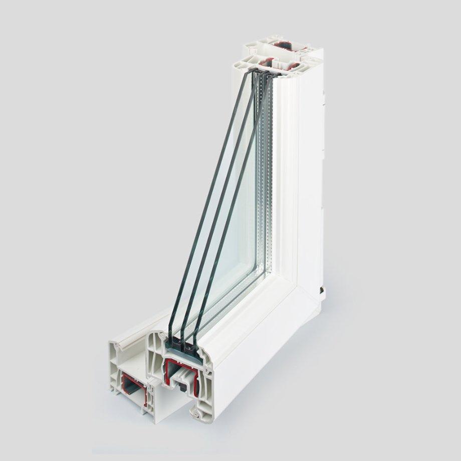 Если разрезать окно, можно увидеть полые воздушные камеры иусиливающие металлические вставки— всалонах продаж ихобычно выделяют красным цветом намоделях окон