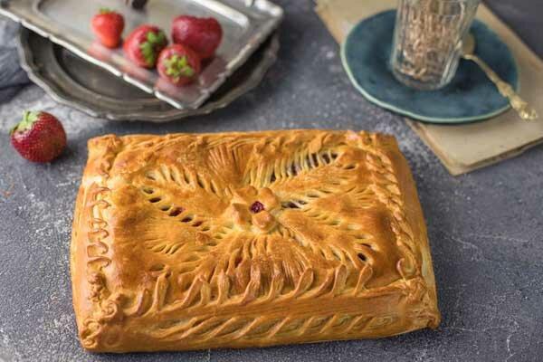 Постный пирог с клубникой