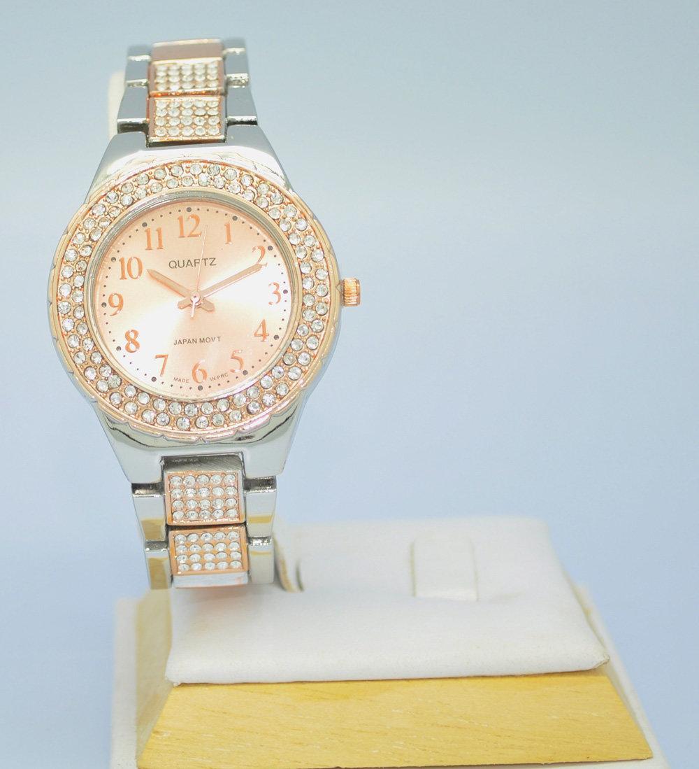 Поэтому нашим клиентам не приходится долго ждать свои часы, ведь я стараюсь доставить их непосредственно в день заказа.