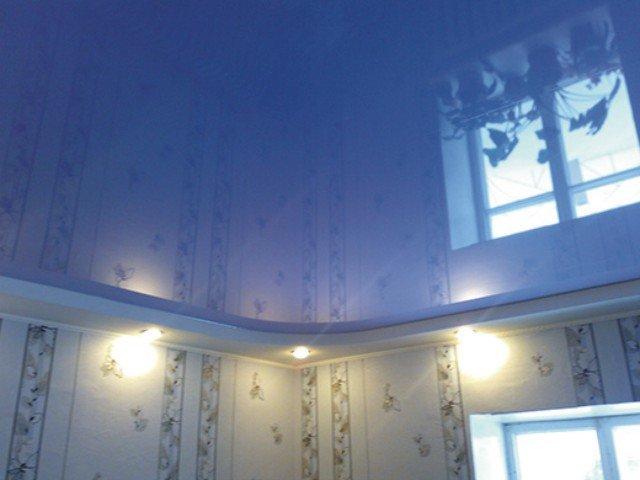 Натяжные потолки глянцевые цветные
