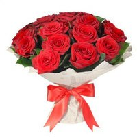 Букет 15 красных роз в упаковка крафт