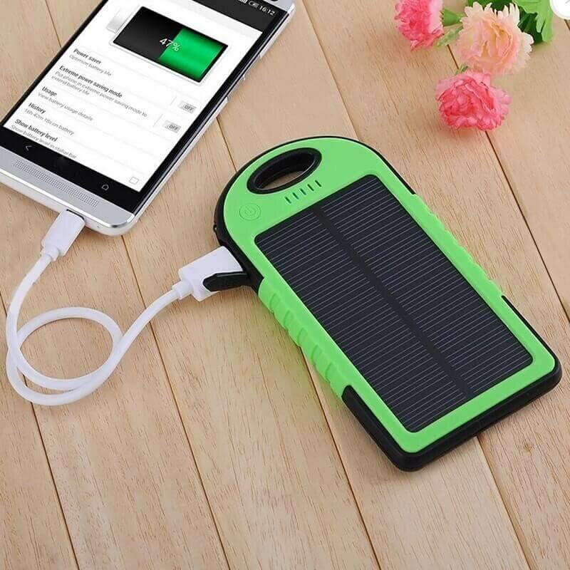 Портативный аккумулятор на солнечной батарее c фонариком Solar Charger 5000mAh зеленый
