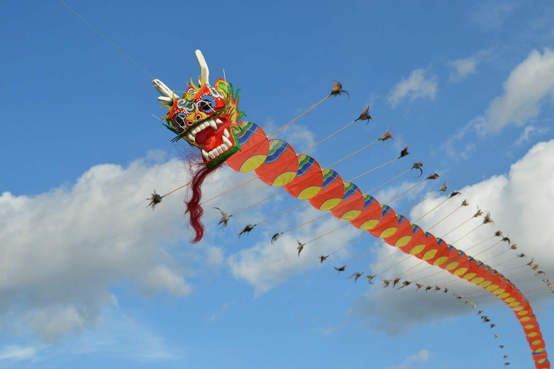 Картинка фестиваль воздушных змеев этой