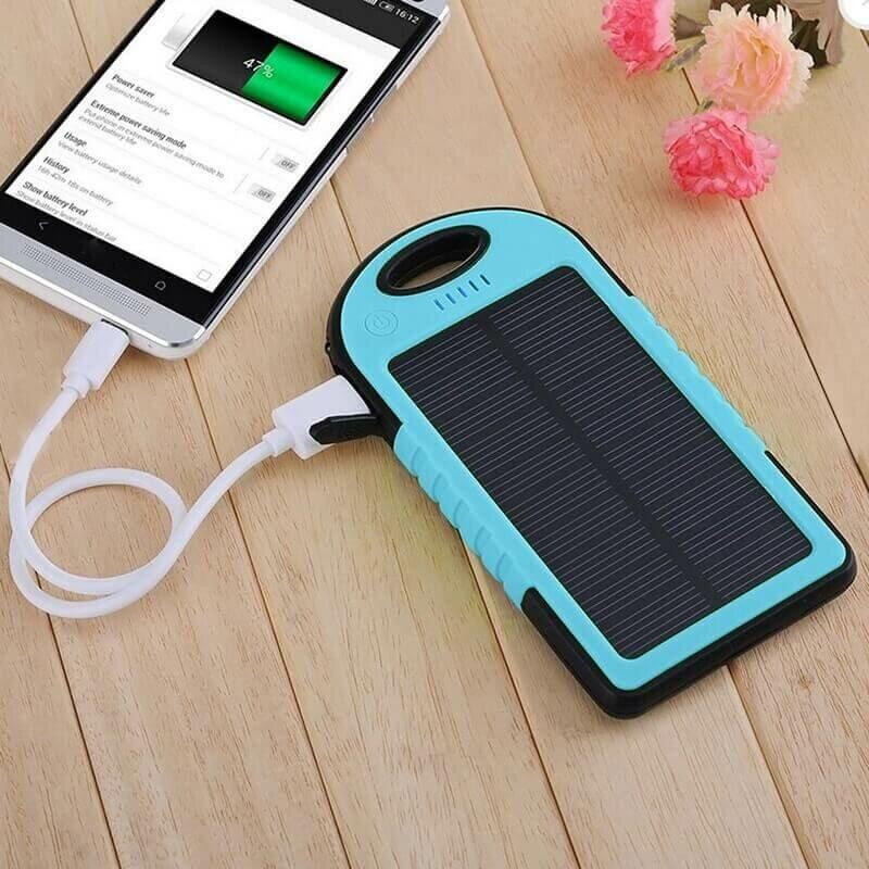 Портативный аккумулятор на солнечной батарее c фонариком Solar Charger 5000mAh голубой