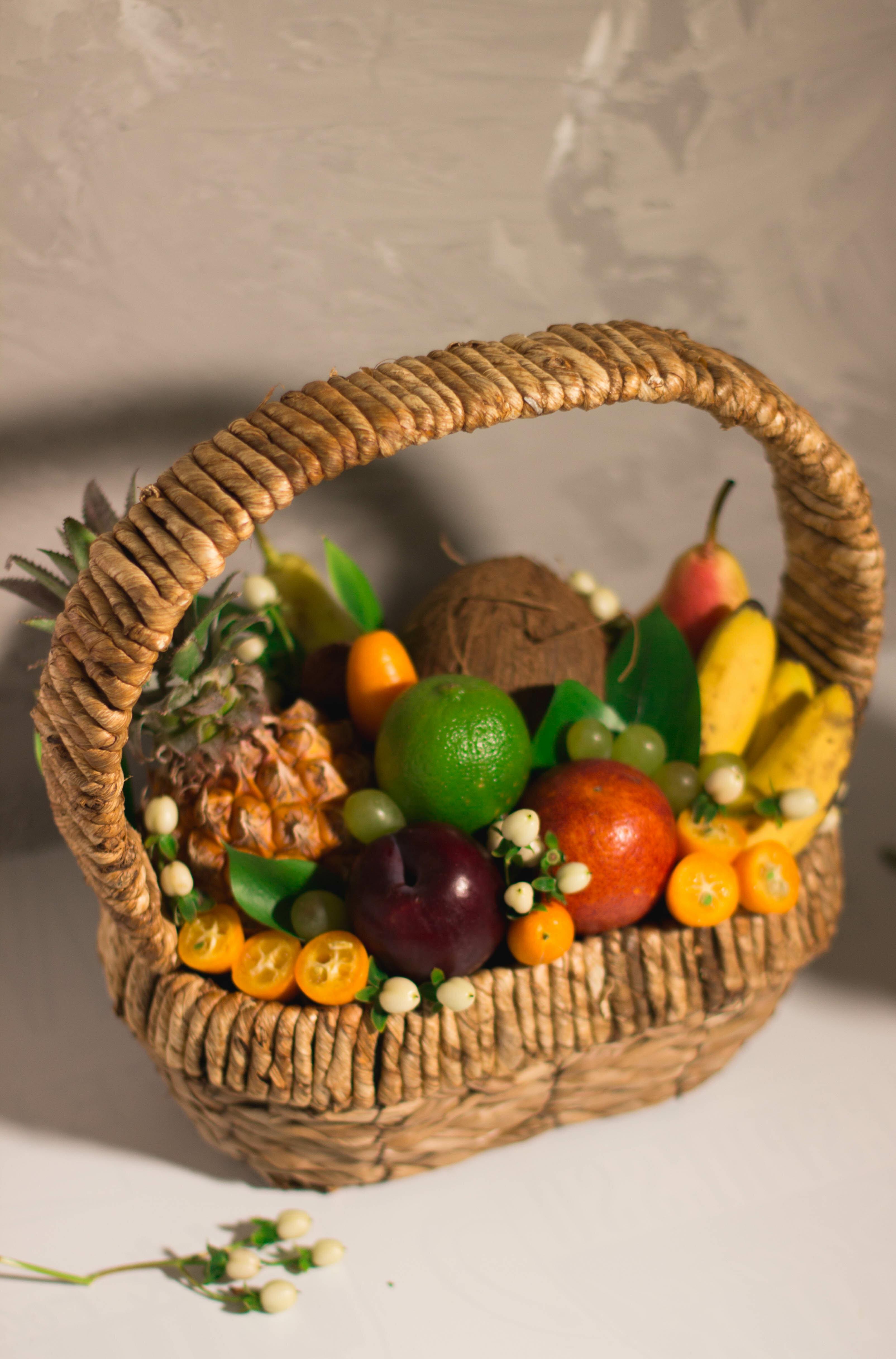 Тропическая корзина с фруктами №112