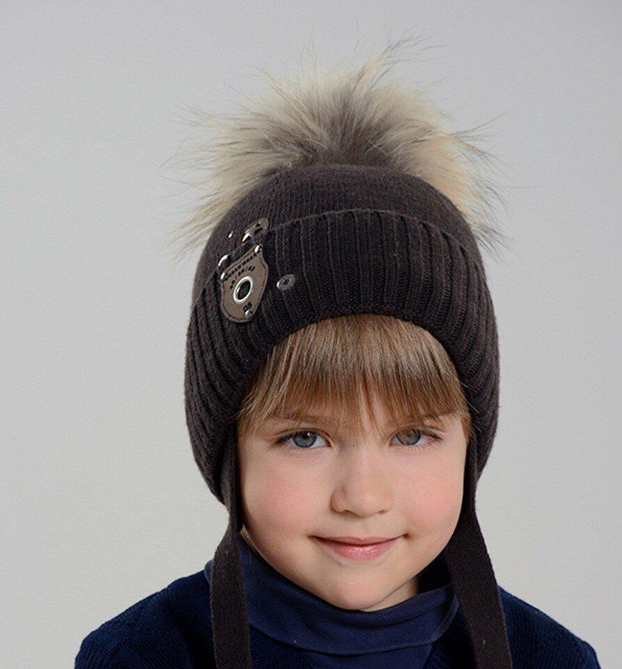 Шапка зимняя с помпоном темно-коричневого цвета для мальчиков