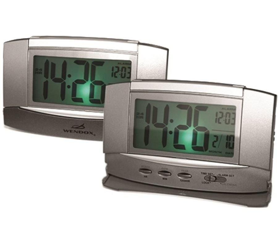 Если же вы поклонник не так классики, как современных технологий, то светодиодные настольные часы созданы именно для вас: слушать, смотреть и сохранять увиденное в памяти во всей яркости красок позволяет аудио-, фото- и видеотехника.