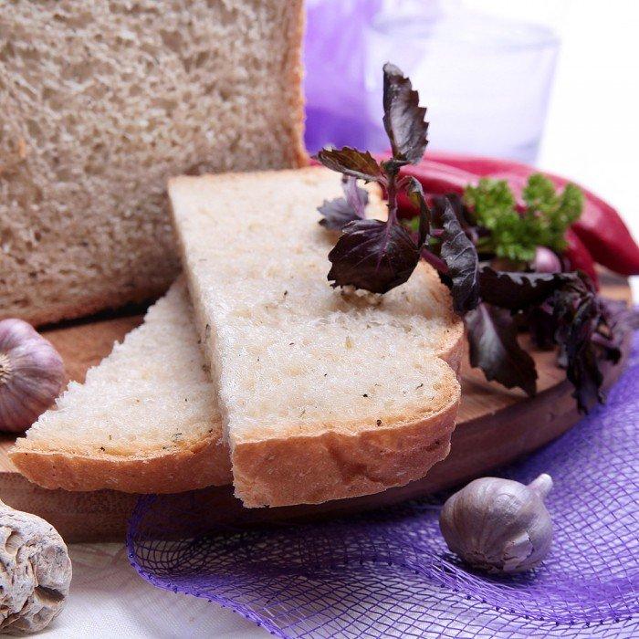Средиземноморский хлеб с базиликом, перцем, орегано