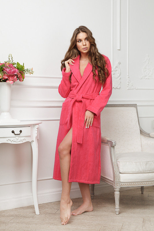 Светло-карминовый махровый женский халат