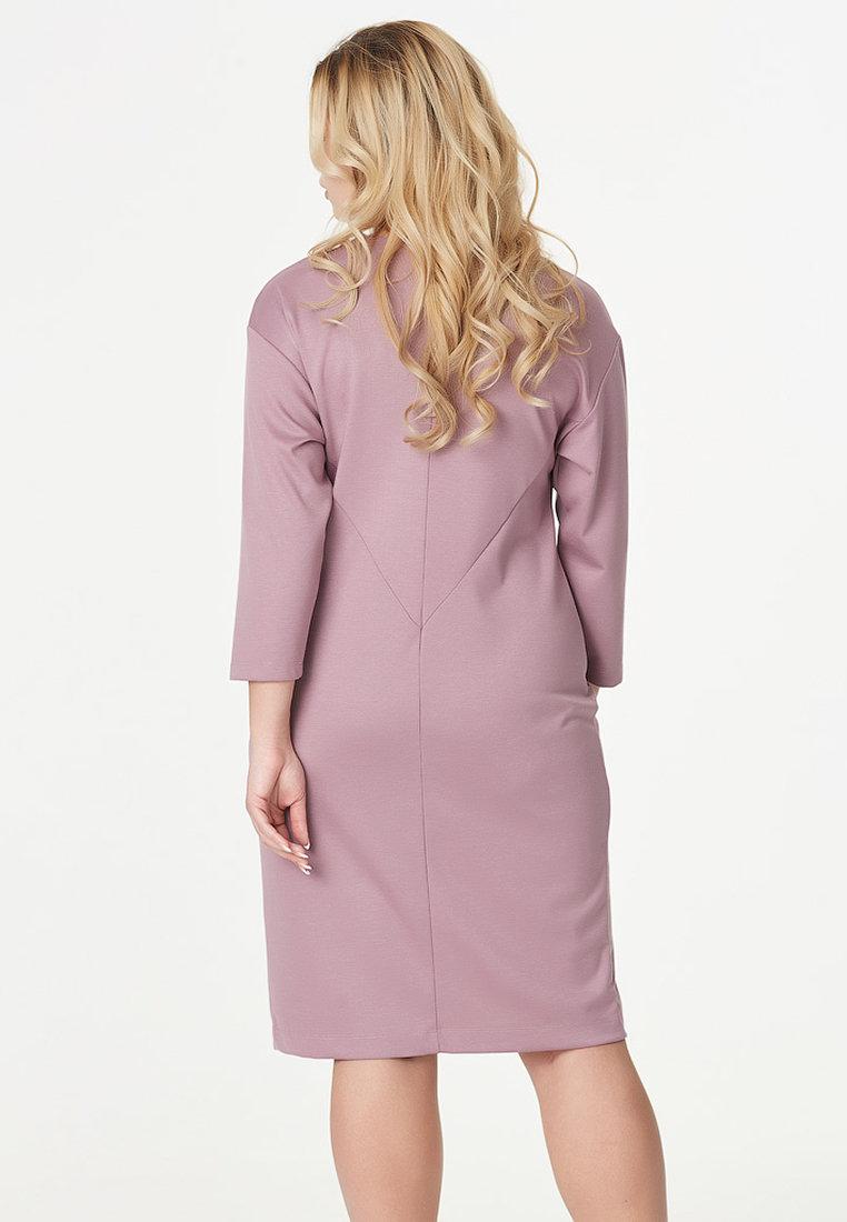 Чтобы носить розовый с бежевым, сделайте один из цветов более отчетливым и заметным, чтобы комплект не стал бесформенным пятном.
