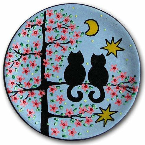 Декоративная тарелка Коты на вишне, голубой фон, дизайн 1 (15 см)