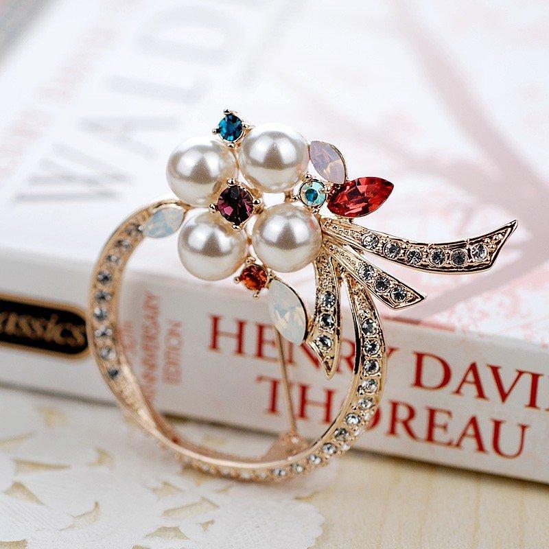 Брошь «Белый цветок» с жемчугом и кристаллами Сваровски