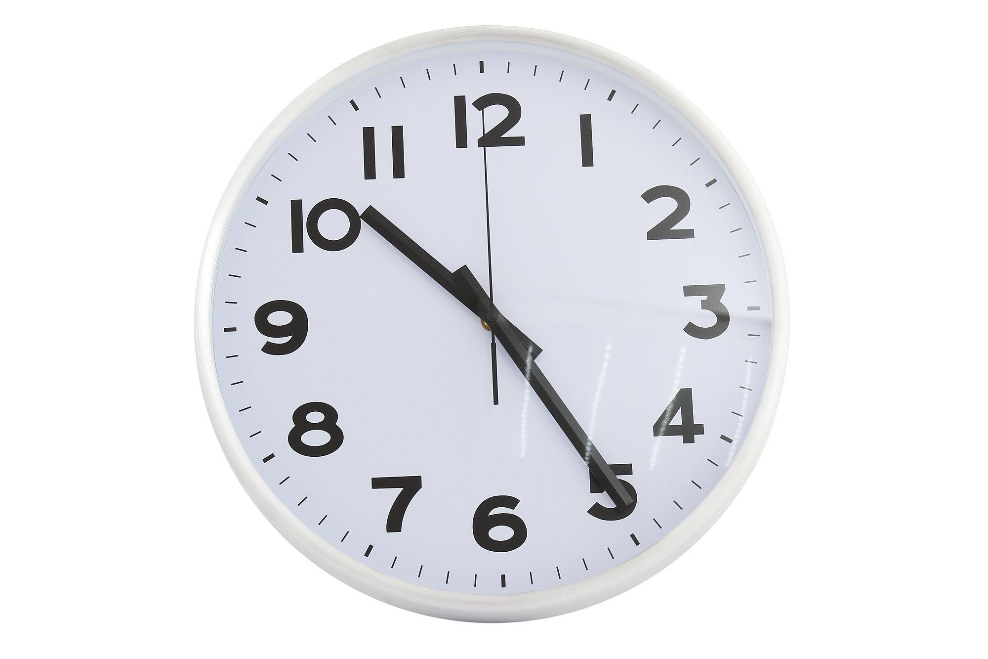 В традиционном варианте корпус настенных часов выполняется в круглой, овальной, прямоугольной или квадратной форме.