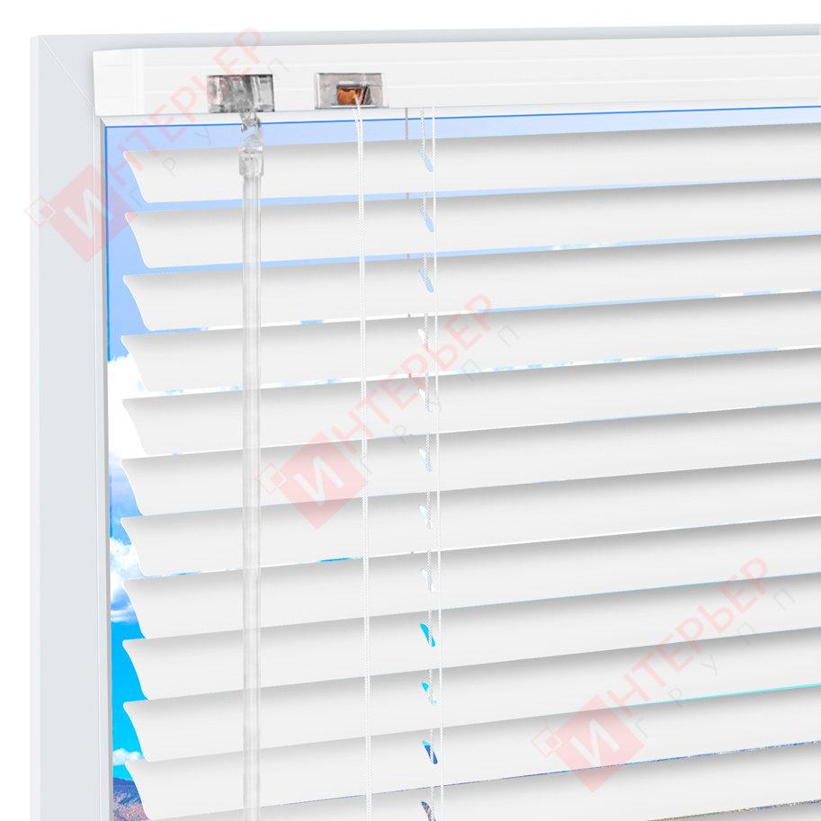 Горизонтальные жалюзи на пластиковые окна Белые