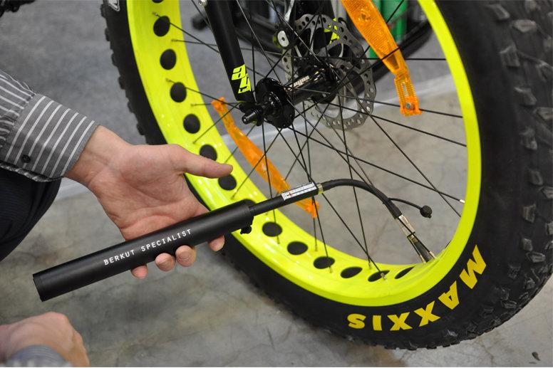 Насос велосипедный электрический BERKUT Specialist VL-1000