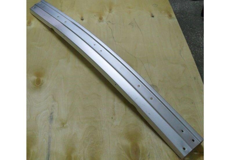Бампер передний алюминиевый в сборе без кронштейнов 2121,21213 2121-2803010