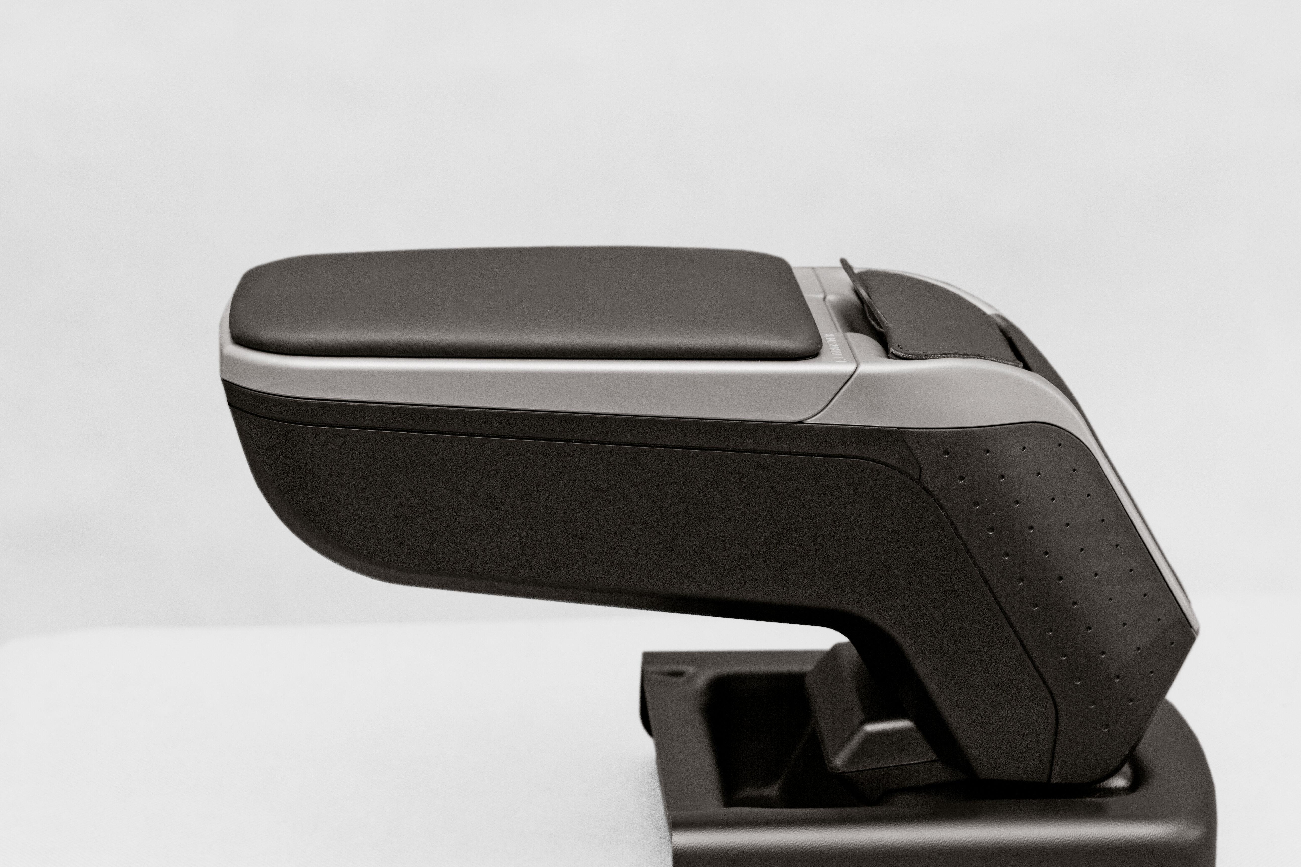Подлокотник для Форд Фокус 3 ( Ford Focus 3 ) 2011-2014 года серый Armster V00396