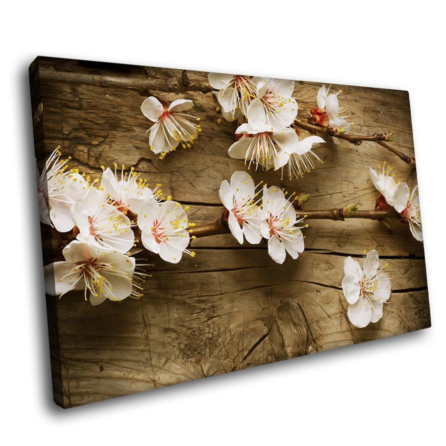 """Цветок на дереве"" - 30 x 30см"