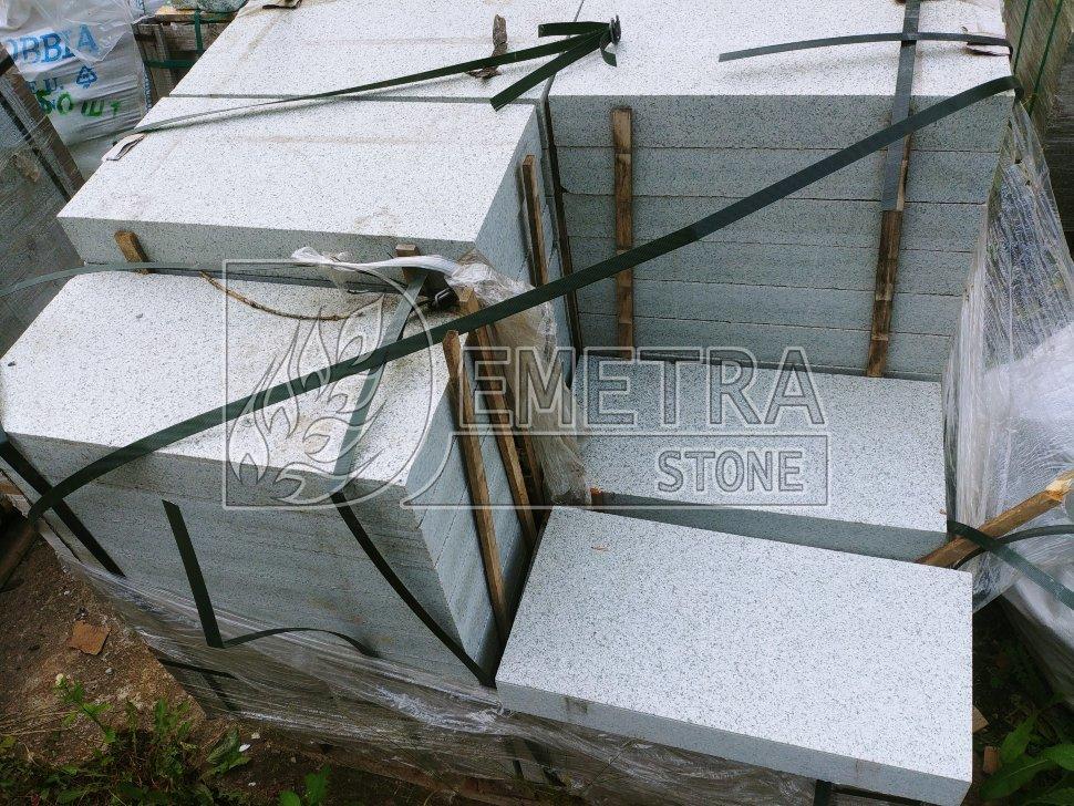 Плита гранитная серая (300х600х80, 400х600х80 мм)