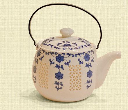 """Чайник рисовый фарфор объем -1 литр """"Синие цветы""""."""