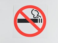 Знак дополнительный 'О запрете курения' (Приказ Минздрава России № 214 от 12.05.2014 п 2, 6) 200х200 мм