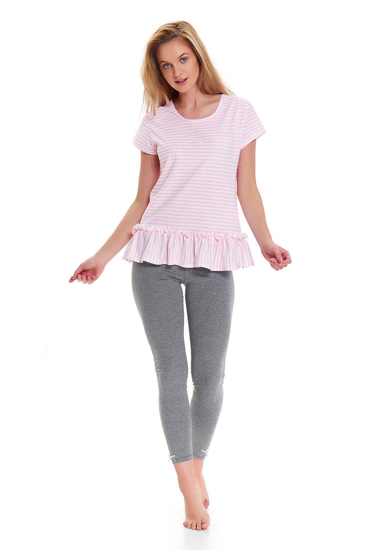 родная тетя в серой футболке и розовых штанах эро мне, что
