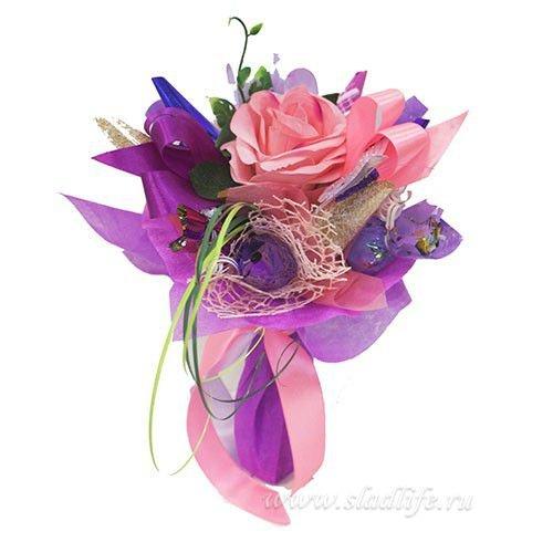 букет и цветы из конфет Розочка