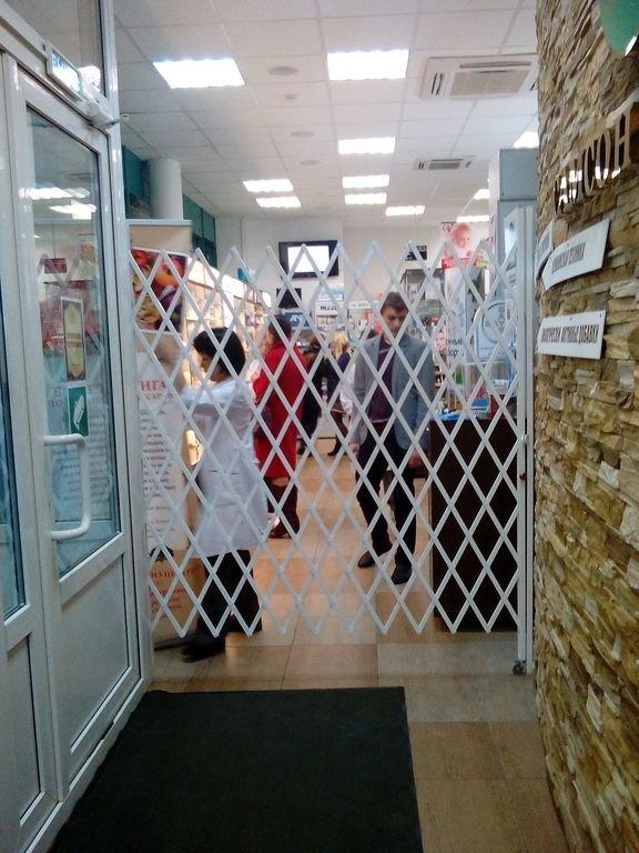 Раздвижная решетка для аптеки 1500х1800мм