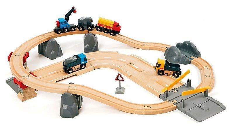 Набор железной дороги с автодорогой и переездом BRIO (33210)