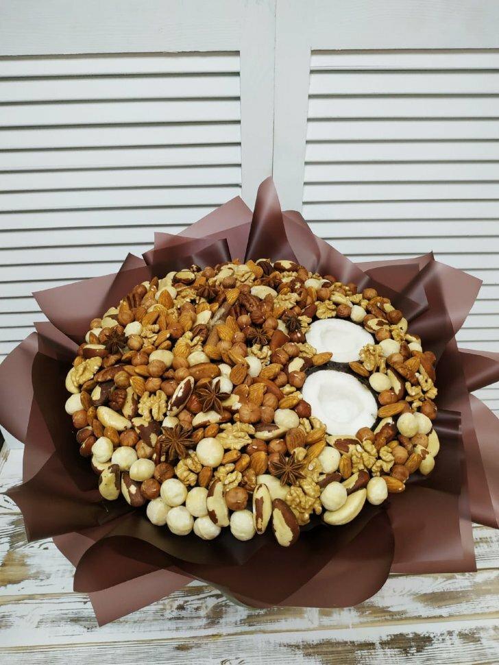 Букет из очищенных орехов (Диаметр 25см)