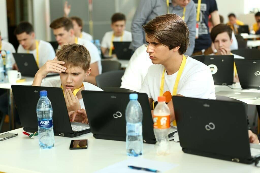 Шесть игр для Алисы от выпускников Яндекс.Лицея