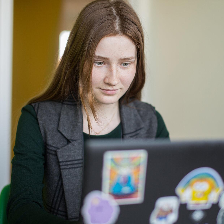 Полвека интернета, типы работников интеллектуального труда имузей скроллбаров