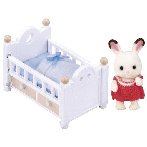 Купить Игровой набор Sylvanian Families Малыш и детская кроватка 2205/5017, Игровые наборы и фигурки