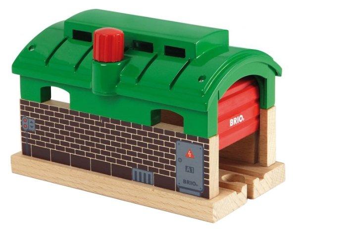 Brio Депо с механическими дверями 33574