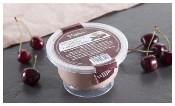 Мусс Избёнка из творога Вишня с шоколадом 12.5%, 110 г