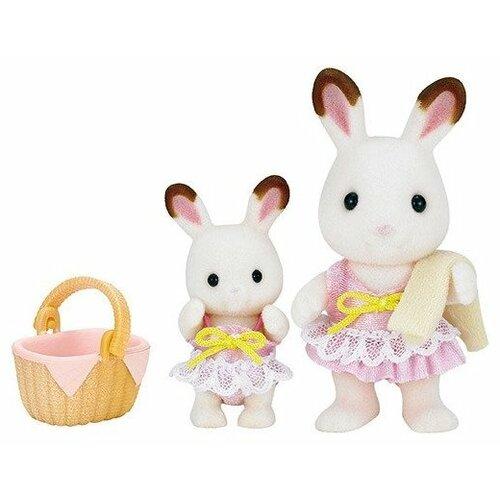 Купить Игровой набор Sylvanian Families Кролики в купальных костюмах 5233, Игровые наборы и фигурки