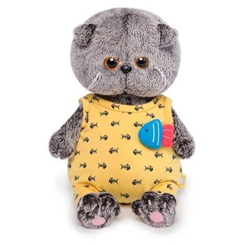 Купить Мягкая игрушка Basik&Co Кот Басик baby в желтом комбинезоне с рыбкой 20 см, Мягкие игрушки