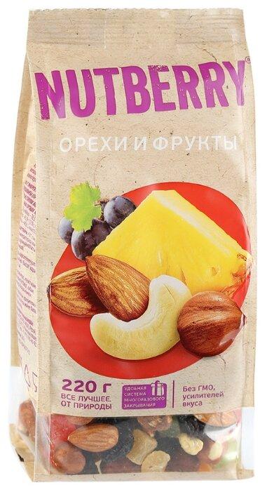 Смесь орехов, сухофруктов и цукатов NUTBERRY Орехи и фрукты 220 г