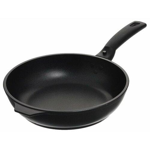 Сковорода Kukmara Традиция с246а 24 см, съемная ручка, черный сковорода kukmara традиция с200а 20 см черный