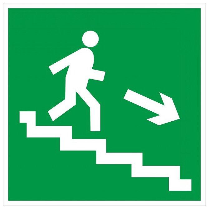 Наклейка Фолиант Направление к эвакуационному выходу по лестнице направо вниз Е 13