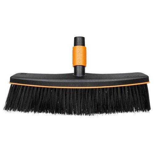 Метла FISKARS QuikFit, черный/оранжевыйСадовые щетки и метлы<br>