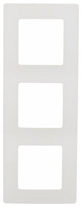 Рамка 3п Legrand Etika 672503, белый