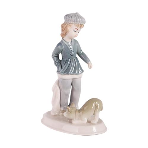 цена на Фигурка SNOWMEN Мальчик с собакой, 18 см белый/синий