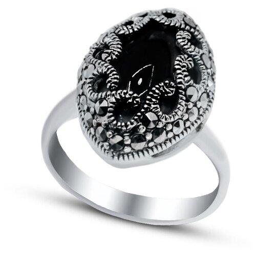 Silver WINGS Кольцо с ониксами и марказитами из серебра 210026-39-228, размер 17