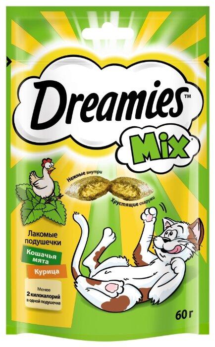 Лакомство для кошек Dreamies Подушечки Mix кошачья мята, курица