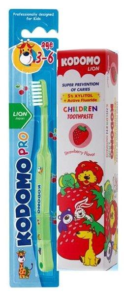 KODOMO Набор зубная щетка + паста со вкусом клубники от 3-6 лет